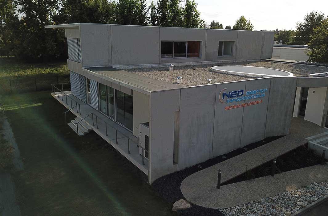 Cette image montre l'extérieur des locaux de Néo Gestion